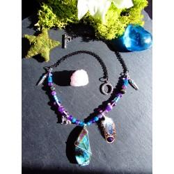 """Collier labradorite violette ethnique plumes """"La louve bleue"""""""