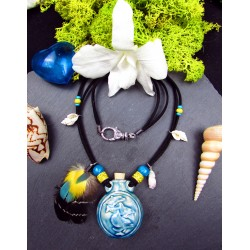 Collier ethnique fiole raku dauphin et plumes