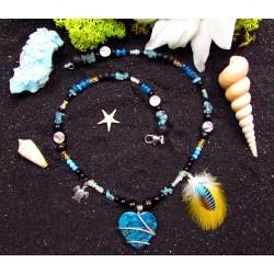"""Collier ethnique perles avec chrysocolle et plumes """"Au coeur du voyage"""""""