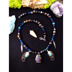 "Ethnic necklace with purple labradorite and ""Desire of love"" feathers"