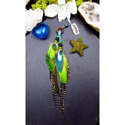 Bijou de cheveux plumes naturelles de paon et perroquet