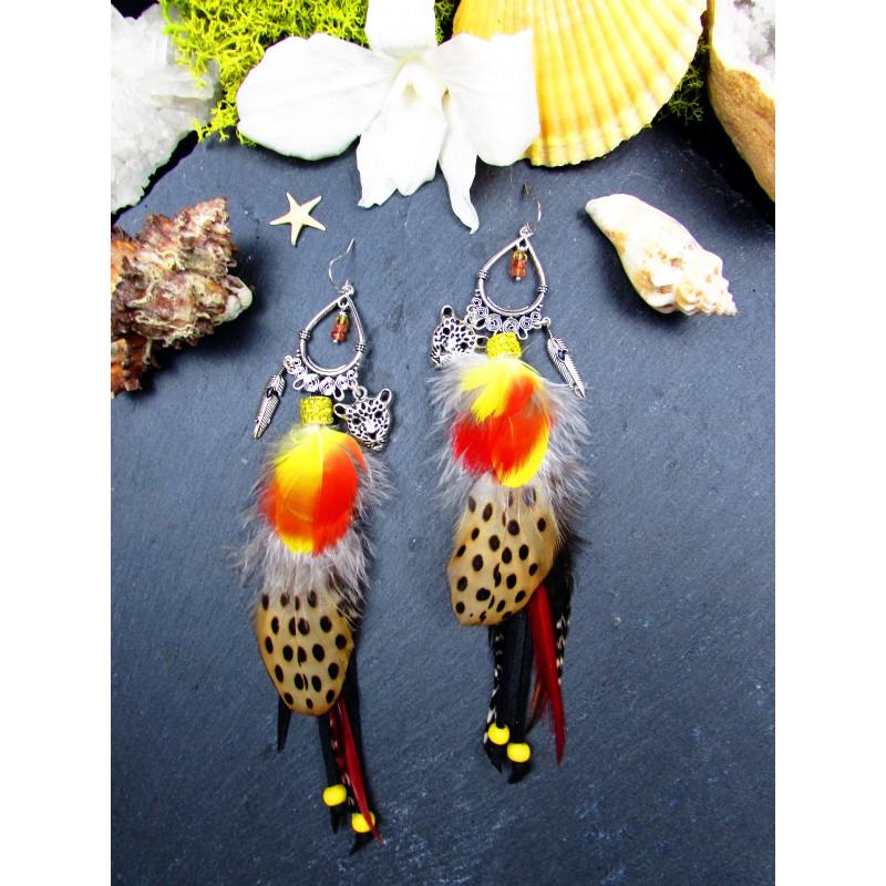 Boucles d'oreilles ethniques plumes longues rouges