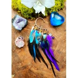 Ear cuff plumes naturelles de paon et perroquet