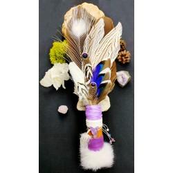 Eventail plumes à fumigation plumes naturelles rapace, paon blanc et totem du loup