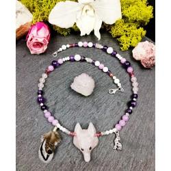 """Collier ethnique totem loup en quartz rose """"Tendre loup"""""""