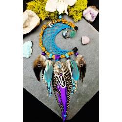 Attrape rêves lune artisanal avec plumes naturelles et lune en labradorite
