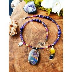 Collier ethnique avec labradorite violette, améthyste et opale