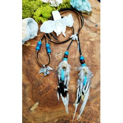"""Collier ethnique avec plumes avec aigle en argent et labradorite blanche """"Higher than the sky"""""""