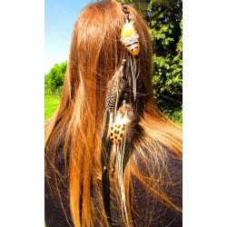 """Bijou de cheveux avec plumes naturelles et renard """"Une fourrure d'or"""""""