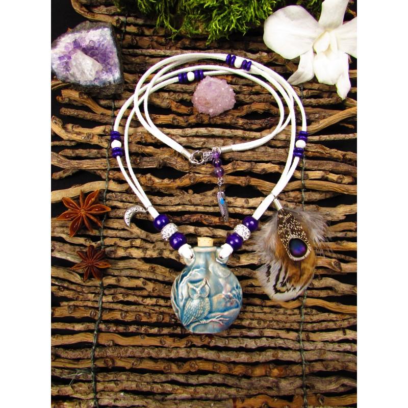 Collier ethnique fiole raku hibou et plumes