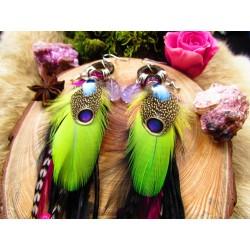 """Boucles d'oreilles ethniques plumes colibri et améthyste """"Les colibris amoureux"""""""