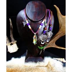 """Collier ethnique plumes, labradorite violette et caméléon """"Au coeur de la jungle"""""""